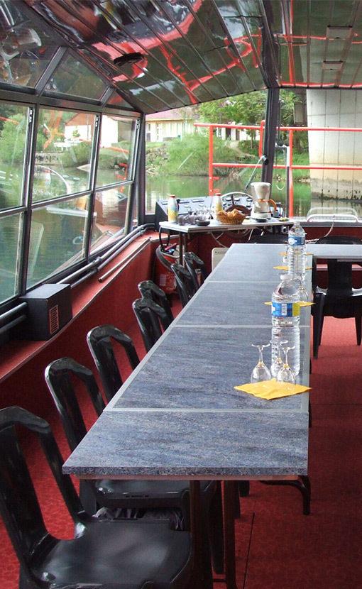 tables sur un bateau